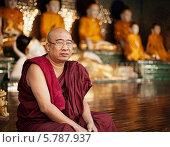 Купить «Уставший монах сидит около храма, Мьянма», фото № 5787937, снято 3 января 2014 г. (c) pzAxe / Фотобанк Лори