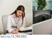 Купить «Деловая девушка подписывает документы в офисе», фото № 5789093, снято 2 марта 2014 г. (c) CandyBox Images / Фотобанк Лори