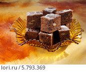 Купить «нарезанный кубиками шоколадно-тыквенный пирог», фото № 5793369, снято 16 августа 2018 г. (c) Food And Drink Photos / Фотобанк Лори