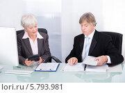 Купить «деловые люди работают в кабинете», фото № 5793981, снято 23 ноября 2013 г. (c) Андрей Попов / Фотобанк Лори