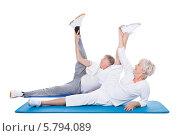 Купить «пожилые мужчина и женщина занимаются аэробикой», фото № 5794089, снято 23 ноября 2013 г. (c) Андрей Попов / Фотобанк Лори