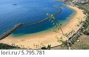 Искусственный пляж Тереситас на острове Тенерифе, вид сверху (2014 год). Стоковое видео, видеограф Roman Likhov / Фотобанк Лори