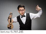 Купить «Эмоциональный скрипач со скрипкой», фото № 5797245, снято 1 марта 2014 г. (c) Elnur / Фотобанк Лори