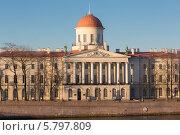 Купить «Здание таможни - Пушкинский дом, набережная Макарова, Санкт-Петербург», фото № 5797809, снято 10 апреля 2014 г. (c) Смелов Иван / Фотобанк Лори