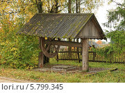 Купить «Старинный деревянный колодец в деревне Лядины (Архангельская область)», эксклюзивное фото № 5799345, снято 16 сентября 2012 г. (c) Самохвалов Артем / Фотобанк Лори