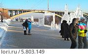 Купить «Зимний суриковский фестиваль 2014 года в городе Красноярске», видеоролик № 5803149, снято 18 января 2014 г. (c) Ирина Егорова / Фотобанк Лори