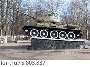 Купить «Танк Т-34 в городе Вологда», фото № 5803837, снято 8 апреля 2014 г. (c) Николай Мухорин / Фотобанк Лори