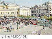 Купить «Театральная площадь во время праздника Победы 9 мая», эксклюзивное фото № 5804109, снято 9 мая 2013 г. (c) Алёшина Оксана / Фотобанк Лори