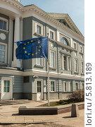 Флаг Евросоюза у представительства Европейской комиссии в Москве. Стоковое фото, фотограф Екатерина Жукова / Фотобанк Лори
