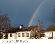 Купить «Радуга над домом», фото № 5818969, снято 20 марта 2014 г. (c) Татьяна Кахилл / Фотобанк Лори