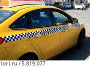 Купить «Автомобиль. Желтое такси с шашечками», эксклюзивное фото № 5819077, снято 11 апреля 2014 г. (c) Яна Королёва / Фотобанк Лори
