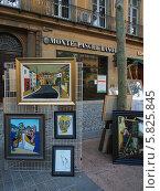 Продажа картин на бульваре Мирабо, Марсель (2013 год). Редакционное фото, фотограф Анна Мишина / Фотобанк Лори