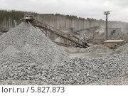 Купить «Горы щебня на производстве», фото № 5827873, снято 29 марта 2014 г. (c) Абышев А.А. / Фотобанк Лори