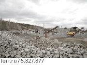 Купить «Промышленный пейзаж с гидравлическим экскаватором  и горами щебня», фото № 5827877, снято 29 марта 2014 г. (c) Абышев А.А. / Фотобанк Лори