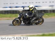 Купить «Мотоспорт. Трек», фото № 5828313, снято 30 мая 2013 г. (c) Алексей Крылов / Фотобанк Лори