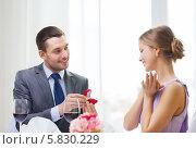 Купить «Романтический ужин в ресторане. Мужчина делает женщине предложение и дарит кольцо», фото № 5830229, снято 9 марта 2014 г. (c) Syda Productions / Фотобанк Лори
