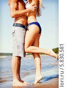 Купить «Мужчина и женщина целуются на берегу реки летом», фото № 5830581, снято 18 июля 2018 г. (c) Syda Productions / Фотобанк Лори