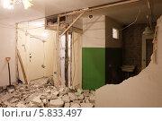 Купить «Демонтаж перегородки», фото № 5833497, снято 12 апреля 2014 г. (c) Юрий Бельмесов / Фотобанк Лори