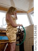 Купить «Девушка за штурвалом речного теплохода, смотрящая вдаль», фото № 5834685, снято 13 июля 2013 г. (c) Малышев Андрей / Фотобанк Лори