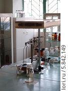Купить «Стол изготовления лекарственных форм в старой аптеке», фото № 5842149, снято 23 апреля 2014 г. (c) Бабкина Марина / Фотобанк Лори