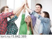 Купить «Счастливые студенты подняли руки вверх и сложи их вместе», фото № 5842389, снято 16 июня 2013 г. (c) Syda Productions / Фотобанк Лори