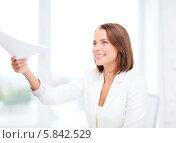 Купить «Привлекательная девушка с дружелюбной улыбкой протягивает документы», фото № 5842529, снято 18 июля 2013 г. (c) Syda Productions / Фотобанк Лори