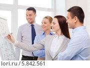 Купить «Бизнес-команда в современном офисе. Обсуждение нового проекта», фото № 5842561, снято 5 апреля 2014 г. (c) Syda Productions / Фотобанк Лори