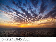 Красивый восход солнца над морем. Стоковое фото, фотограф Игорь Чайковский / Фотобанк Лори