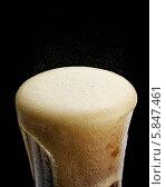 Купить «Переполненный стакан Кока-колы», фото № 5847461, снято 18 октября 2018 г. (c) Food And Drink Photos / Фотобанк Лори