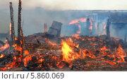 Купить «Пожар», видеоролик № 5860069, снято 30 апреля 2014 г. (c) Юрий Пономарёв / Фотобанк Лори