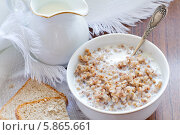 Купить «Гречневая каша с молоком», фото № 5865661, снято 3 июля 2012 г. (c) Maria Shumilina / Фотобанк Лори