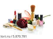 Косметика,парфюмерия и лак для ногтей на белом фоне. Стоковое фото, фотограф VIACHESLAV KRYLOV / Фотобанк Лори