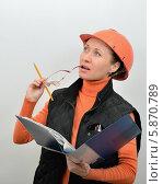 Прораб инспектирует строительство нового дома. Стоковое фото, фотограф VIACHESLAV KRYLOV / Фотобанк Лори