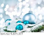 Купить «Голубые елочные шары и еловая ветка на мерцающем фоне», фото № 5871377, снято 10 декабря 2012 г. (c) Аnna Ivanova / Фотобанк Лори