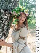 Купить «Красивая девушка в венке около березы», фото № 5872117, снято 19 февраля 2014 г. (c) Сергей Буторин / Фотобанк Лори