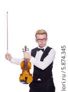 Купить «Элегантный молодой человек со скрипкой», фото № 5874345, снято 18 января 2014 г. (c) Elnur / Фотобанк Лори