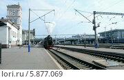 Купить «Старый паровоз отправляется с вокзала в Киеве», видеоролик № 5877069, снято 4 мая 2014 г. (c) FMRU / Фотобанк Лори