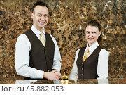 Купить «Работники отеля за стойкой регистрации», фото № 5882053, снято 22 апреля 2014 г. (c) Дмитрий Калиновский / Фотобанк Лори
