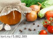 Купить «Кабачковая икра в банке и свежие овощи на столе», фото № 5882389, снято 7 мая 2014 г. (c) Надежда Мишкова / Фотобанк Лори