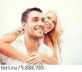 Купить «Портрет счастливой влюбленной пары. Девушка обняла молодого человека», фото № 5888785, снято 14 июля 2013 г. (c) Syda Productions / Фотобанк Лори