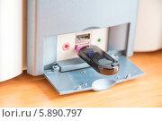 Купить «Флешка в компьютере. USB-флеш-накопитель», фото № 5890797, снято 8 мая 2014 г. (c) Дудакова / Фотобанк Лори