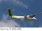 Самолет AirBaltic De Havilland Canada DHC-8-402Q Dash в небе (2014 год). Редакционное фото, фотограф Артур Буйбаров / Фотобанк Лори