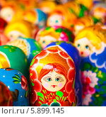 Купить «Русские матрешки на рынке», фото № 5899145, снято 18 августа 2013 г. (c) g.bruev / Фотобанк Лори