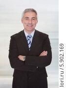 Купить «уверенный в себе бизнесмен», фото № 5902169, снято 7 апреля 2013 г. (c) Андрей Попов / Фотобанк Лори