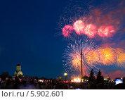 Купить «Праздничный салют 9 мая 2014 на Поклонной горе», фото № 5902601, снято 9 мая 2014 г. (c) Valeriy Lukyanov / Фотобанк Лори