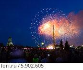 Купить «Праздничный салют 9 мая 2014 на Поклонной горе», фото № 5902605, снято 9 мая 2014 г. (c) Valeriy Lukyanov / Фотобанк Лори