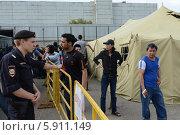 Купить «Временный палаточный лагерь для нелегальных мигрантов», фото № 5911149, снято 5 августа 2013 г. (c) Free Wind / Фотобанк Лори