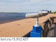 Купить «Стационарный смотровой бинокль на набережной реки Волги», фото № 5912437, снято 16 октября 2018 г. (c) FotograFF / Фотобанк Лори
