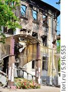 Купить «Вход в здание ГУВД Мариуполя после обстрела», фото № 5916553, снято 17 мая 2014 г. (c) Евгений Струков / Фотобанк Лори