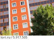 Купить «Окна нового разноцветного дома», фото № 5917505, снято 20 июля 2011 г. (c) Владимир Сурков / Фотобанк Лори